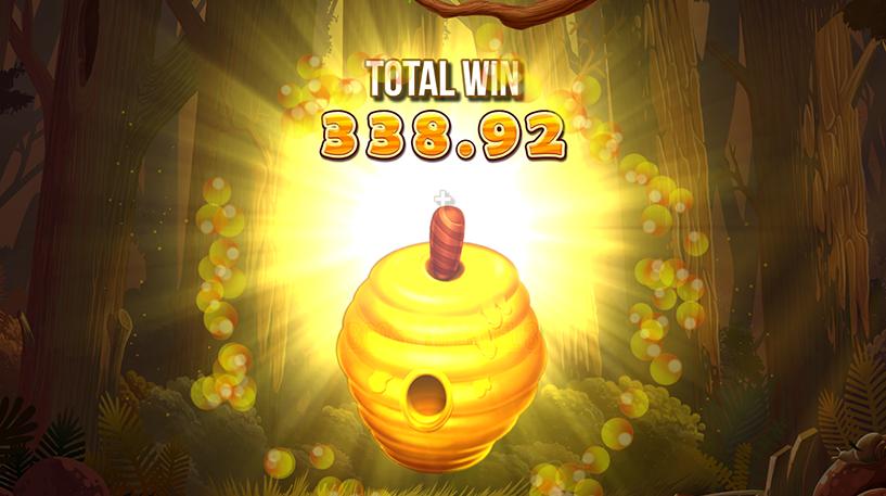 Wild Swarm Slot Screenshot 3